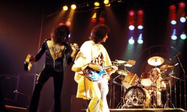 QUEEN-A-NIGHT-IN-BOHEMIA-recensione-centro