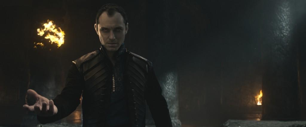 King-Arthur--Il-potere-della-spada-trailer-prime-immagini-b
