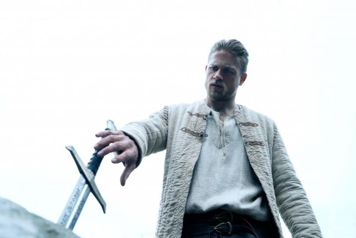 King-Arthur--Il-potere-della-spada-trailer-prime-immagini-e