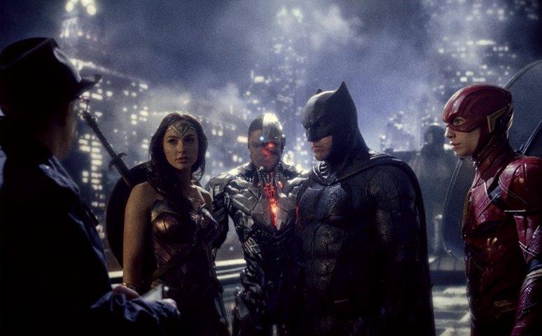 justice-league-recensione-film-centro