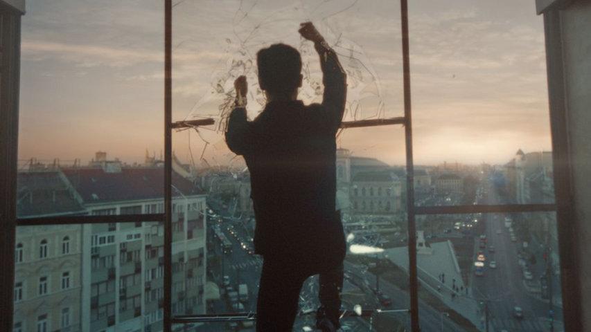 una-luna-chiamata-europa-recensione-film-02