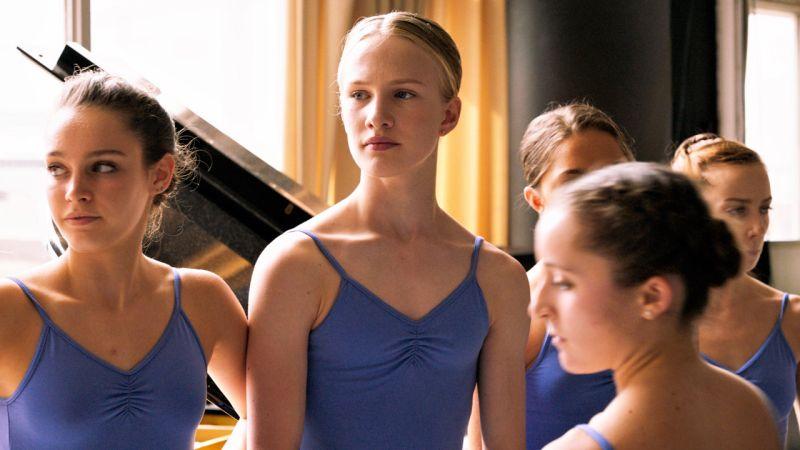 girl-recensione-film-01